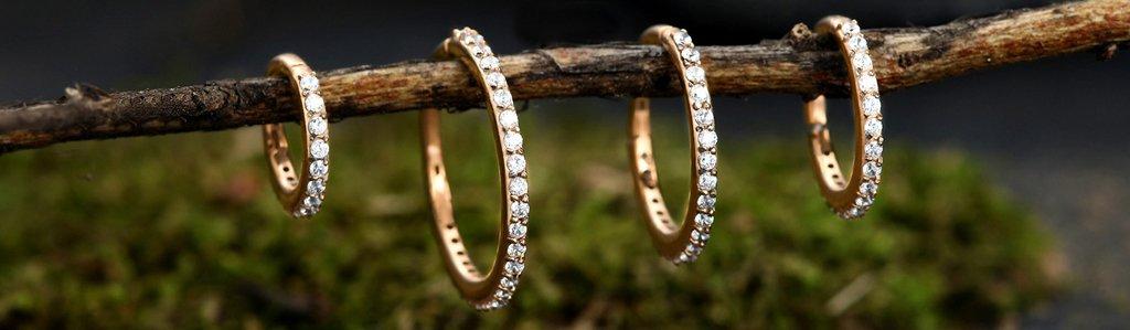 Gold Piercing Clicker Ring mit vielen Kristallen
