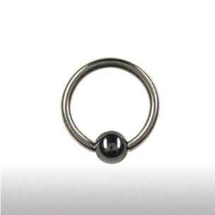 Titan Piercing Ring mit Hämatit Kugel